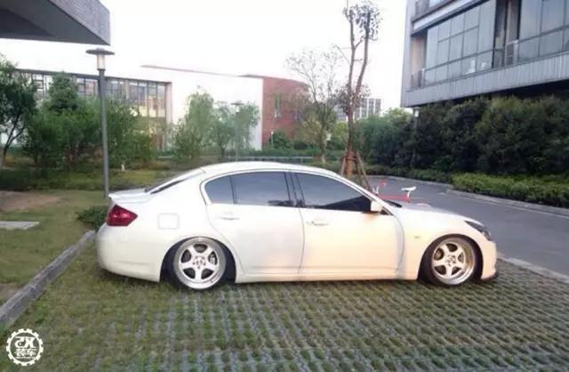 江苏车友丨简单干净的V6后驱车丰田锐志低趴改装案例