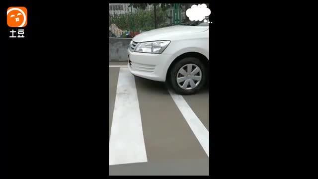 驾驶技巧:科目二坡道起步不熄火的小窍门,考试起步简单没难度!
