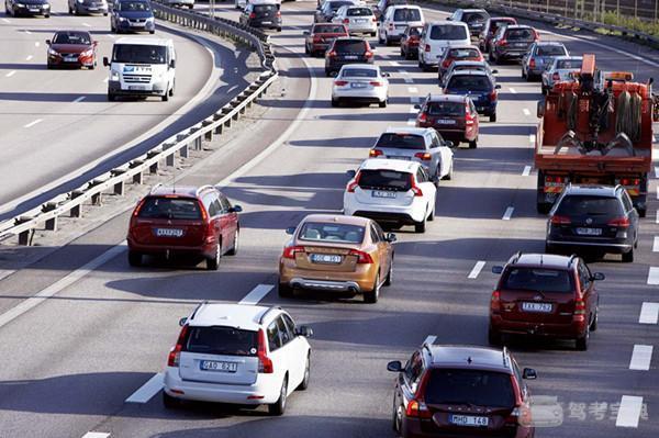 这些开车常识都不懂,新手司机被厌弃,都是有道理的