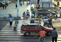 安通驾校百科:开车撞了闯红灯的行人,到底赔还是不赔?