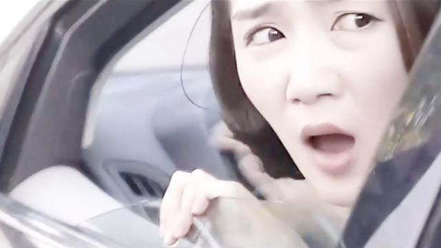 【美女车内一脱再脱】美女在车上一脱到底 火美女非法图片