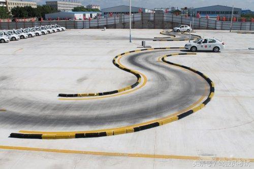 逆转!曲线行驶成科二最难项目,如何2档通过不压线?