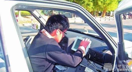 老司机体验驾考新规,科目三刹车踩早竟挂科
