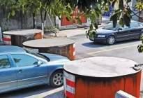 开车遇到窄路的时候怎么通过?