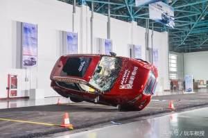 中国最多人买的SUV,没有之一!被撞翻滚3圈半会怎样?