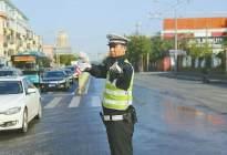 济南女子驾车路上遇堵车 辅警抱起女童跑400余米送医