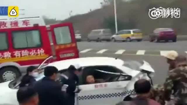 大众4S店SUV怼上正常行驶的驾校教练车,致1死2伤