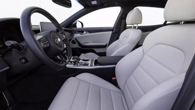 海外试驾起亚Stinger GT,它的对手是宝马4系和奥迪A5