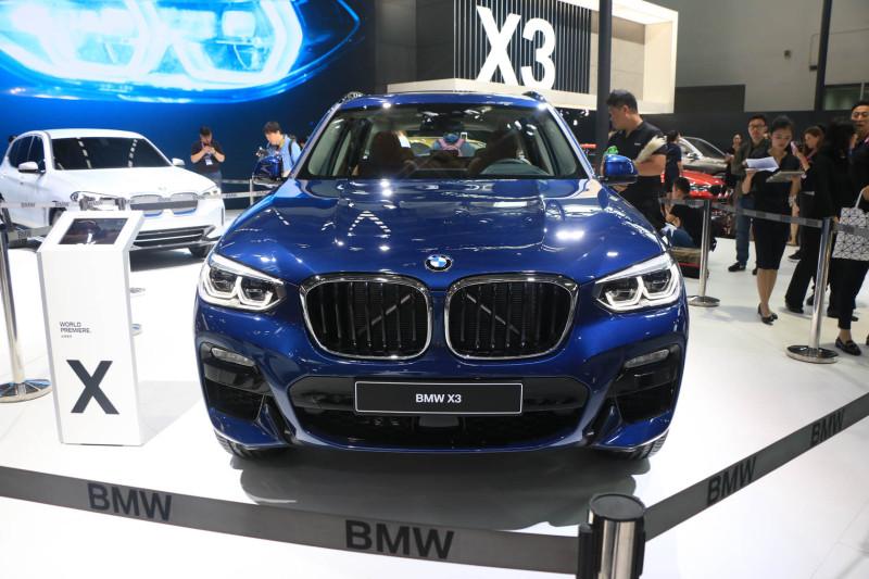 在外观方面,国产全新x3与海外版车型保持了高度统一,车头依然宝马