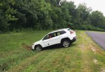 汽车行驶中刹车失灵,怎样让车停下来?老司机教几个方法,很实用