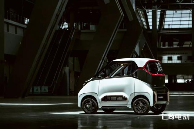 善于制造爆款的宝骏又出纯电动车,小巧的宝骏E200走时尚科技范