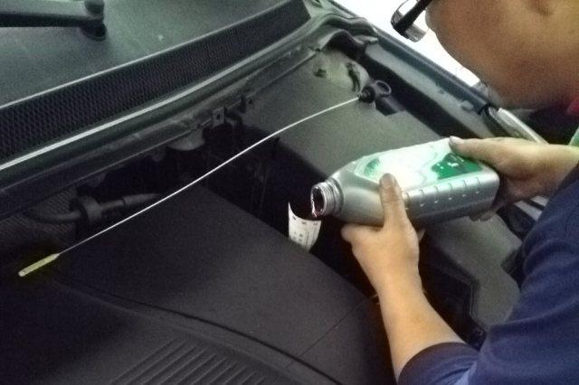 自动挡换变速箱油多久换一次?很多老司机不在意,过期不换太危险