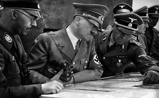 """梁文道谈甲壳虫停产:从纳粹战车到""""小可爱""""最终成为文化象征"""