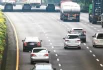 为什么很多车开得慢,却要在快车道行驶,给他闪灯却还不让道?