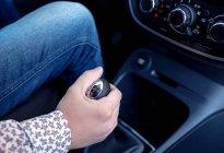 汽车一挡升二挡时闯动,汽修技工深入讲解,提供了解决方案