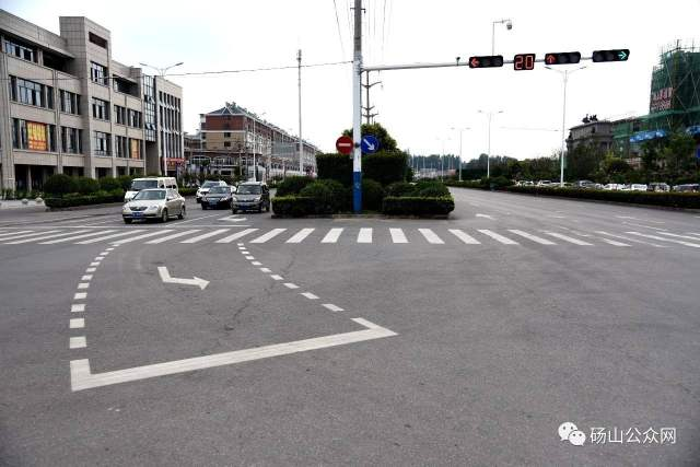 直行绿灯,可以进入左转待转区?很多新手不懂,这次彻底搞明白了