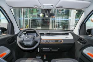 三万块给你遮风挡雨的安全感,五菱宏光Mini EV到底怎么样
