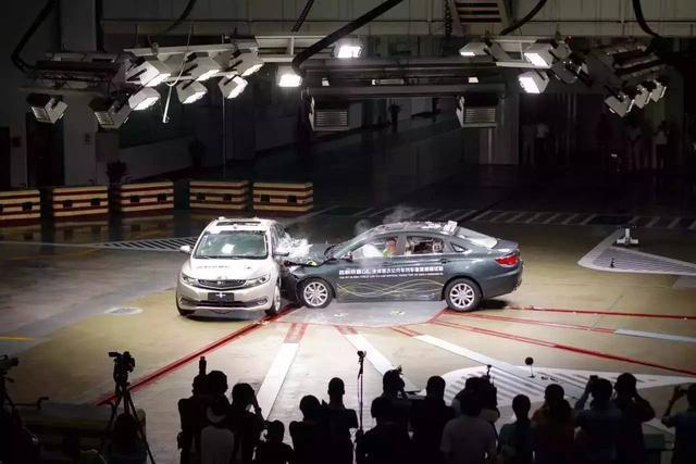 还有完没完?丰田因气囊问题计划再召回580万辆汽车;大众第二款纯电动汽车曝光丨智驾晚报