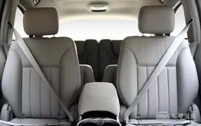 汽车安全带的正确挂扣方法