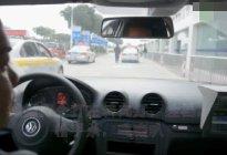 实拍学员科目三路考练习,马路上全是车,学员车技太给力了!