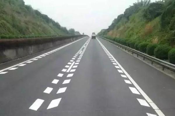 花一分钟看好这些道路交通地面标线,不然吃大亏,非常实用哦!