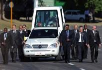 带龙椅的奔驰!罗马教皇座驾价值千万,防爆防弹,玻璃厚8厘米