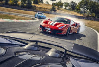 三大超跑罕见同框:法拉利488 Pista vs 迈凯伦600LT vs 保时捷911 GT2 RS