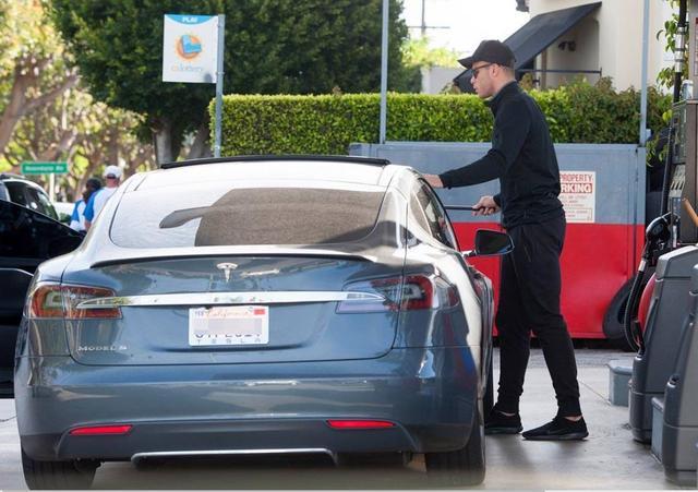 盘点明星大佬最爱的6款新能源车,最后一辆多少钱都买不到!