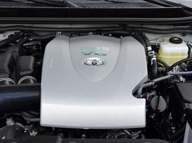 保值率奇高能免费开三年,V6动力烂路随便走,关键这车还开不烂