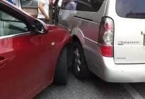 遇上交通事故怎么办?除了报交警报保险,这几张照片必须得拍!