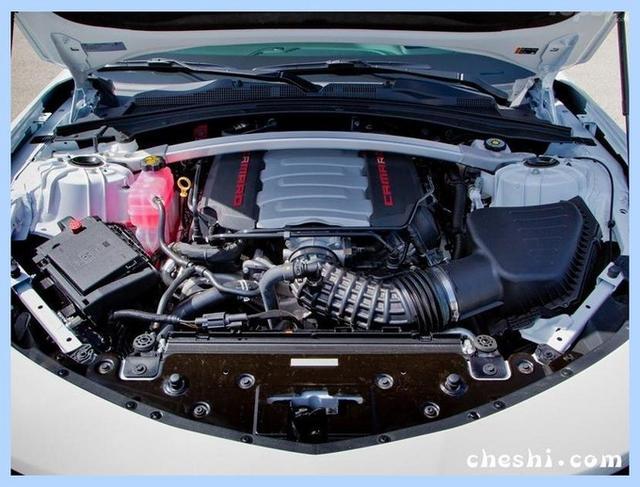 美系全新跑车曝光!6.2L引擎+软顶敞篷,比野马拉风多了