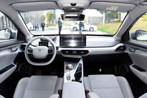 吉利纯电动轿车几何A开卖,补贴后售价15-19万元