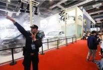 火了!丰田埃尔法上海车展上自燃,浓烟滚滚喇叭长鸣!