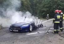 特斯拉/蔚来接连着火 新能源电动车真成众矢之的?