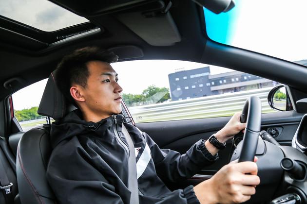 车主评车:20岁只追求帅和快 10万预算上科鲁泽很OK!