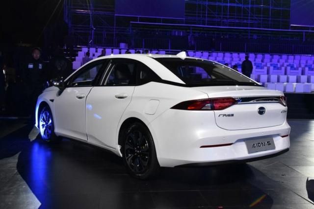 聪明的买车人丨Aion S VS几何A之 纯电平台就一定好吗