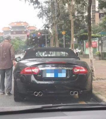 大爷开豪车上街买菜走红网络,网友:大爷还是厉害!