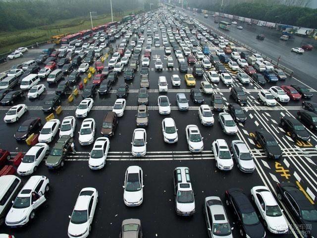 """无需居住证 小车驾驶证将全国""""通考"""""""