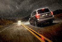 雨天湿滑路面行车小技巧 学会这些关键时刻能救你命