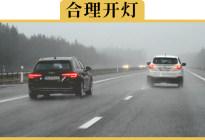 下雨天开双闪,交警说我不懂开车,我立马把法律规定翻给他看