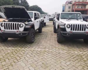 白色卢比肯到港!jeep牧马人撒哈拉、罗宾汉、卢比肯有啥区别?