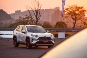 105车评——试驾新一代RAV4,SUV也能吹操控性?