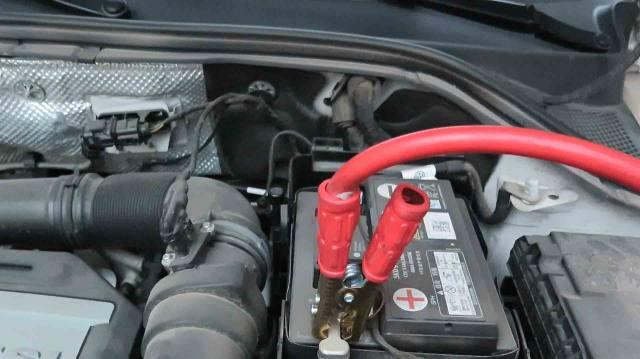 车子电瓶没电了,打不着火咋办?别着急花钱,老司机教你实用妙招