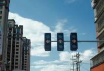 路口红灯右转被扣了12分?很多新手司机都中招了……