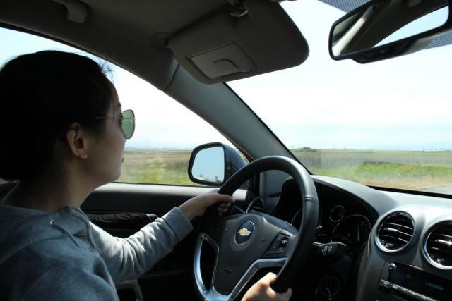 开车时这些动作不能做,老司机实车演示,可不是闹着玩的,太危险