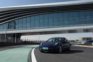 試駕丨賽道狂飆特斯拉Model 3,電動車也有樂趣?