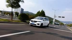 試駕新款寶駿360 CVT版,三排六座舒適才是重點