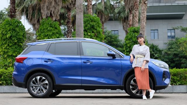 10多万,买台颜值高,全新底盘的SUV,还能当你的手机!