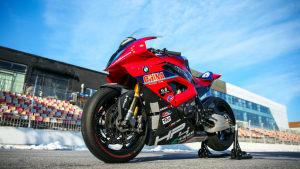 浅析中国公路摩托车赛车队战车:BMW HP4 RACE