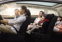 在某个瞬间,你有没有想过帮父母买辆车?
